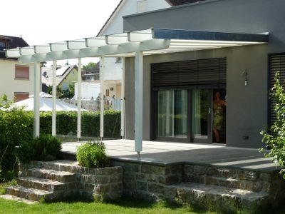 Terrassendach Holz montieren wir mit Sicherheits Glas